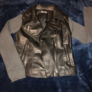 Other - 🖤Girls leather jacket with sweater sleeves